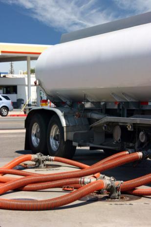 a26-road-tanker-loading