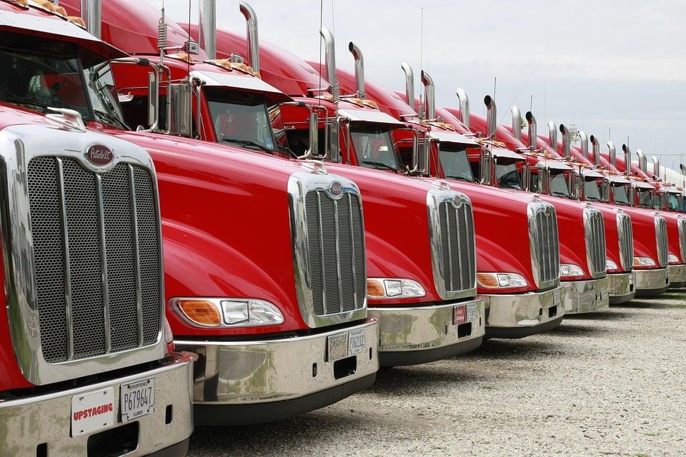 trucks-2320435_960_720
